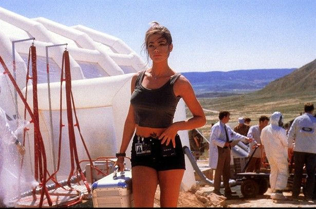 Denise Richards the world is not enough | The World Is Not Enough (1999)