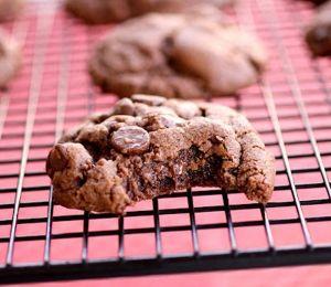 Μπισκότα με κομμάτια σοκολάτας και φυστικοβούτυρο