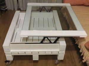 moebel-aus-paletten-bauen_DIY-couchtisch-weiss-mit-glas
