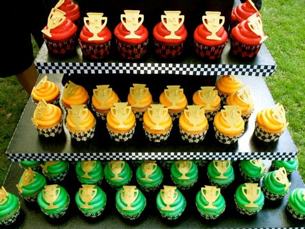 Traffic light colored cupcakes  by pieceacakeutah, via Flickr