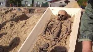 Vampire - Pologne Le squelette de cette personne probablement accusée de vampirisme a été découvert dans le cimetière de la ville de Kamien Pomorski en Pologne