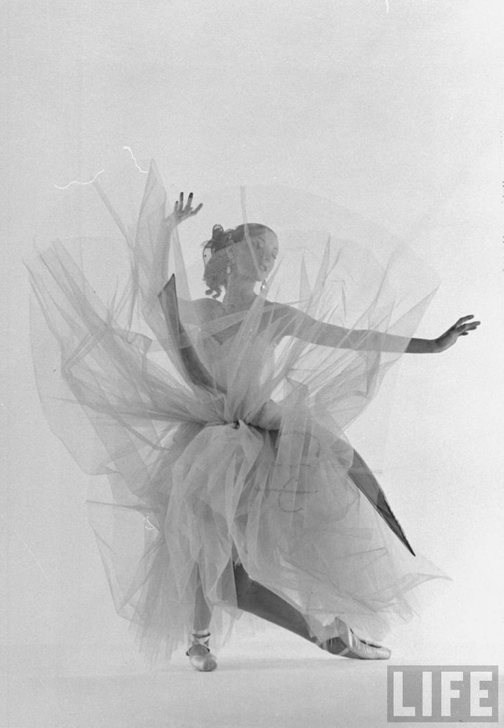 Photo by Gjon Mili, 1951.