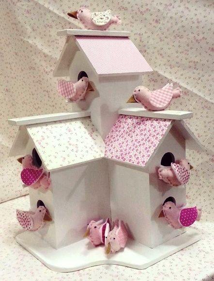 Casinha de Passarinhos em mdf com telhado forrado com tecido e passarinhos em…