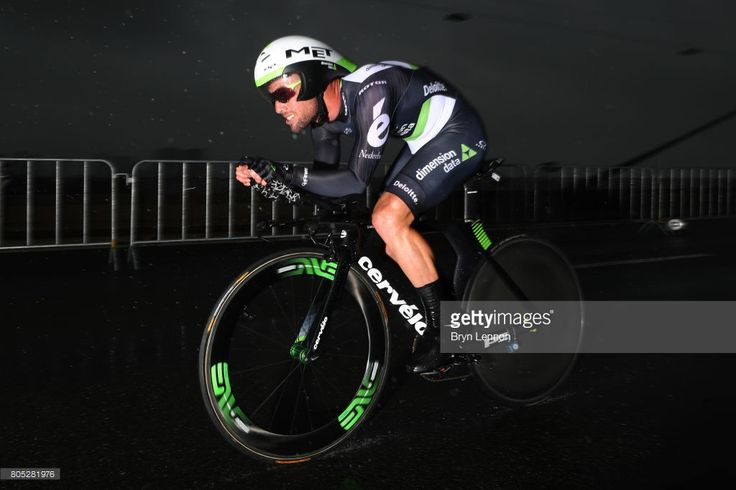 Mark Cavendish of Great Britain and Dimension Data competes during stage one of Le Tour de France 2017, a 14km individual time trial on July 1, 2017 in Duesseldorf, Germany.