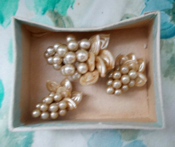 Genuine Vintage 1950s Costume Pearly BUNCHES OF GRAPES Earrings and Brooch Clip Set by Brights of Bournemouth still boxed