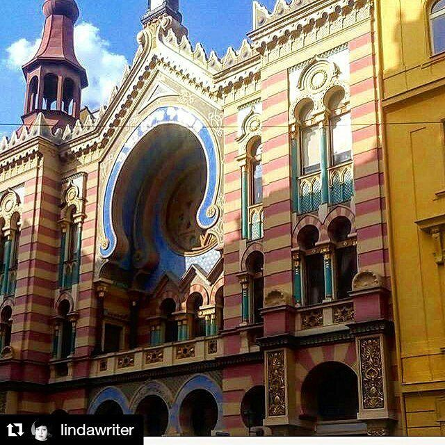 #Repost @lindawriter with Jerusalem Jubilee synagogue Prague  A look back to July. #jerusalem #synagogue #jewish #travel #tourism #holiday #europe #architecture #franzkafka