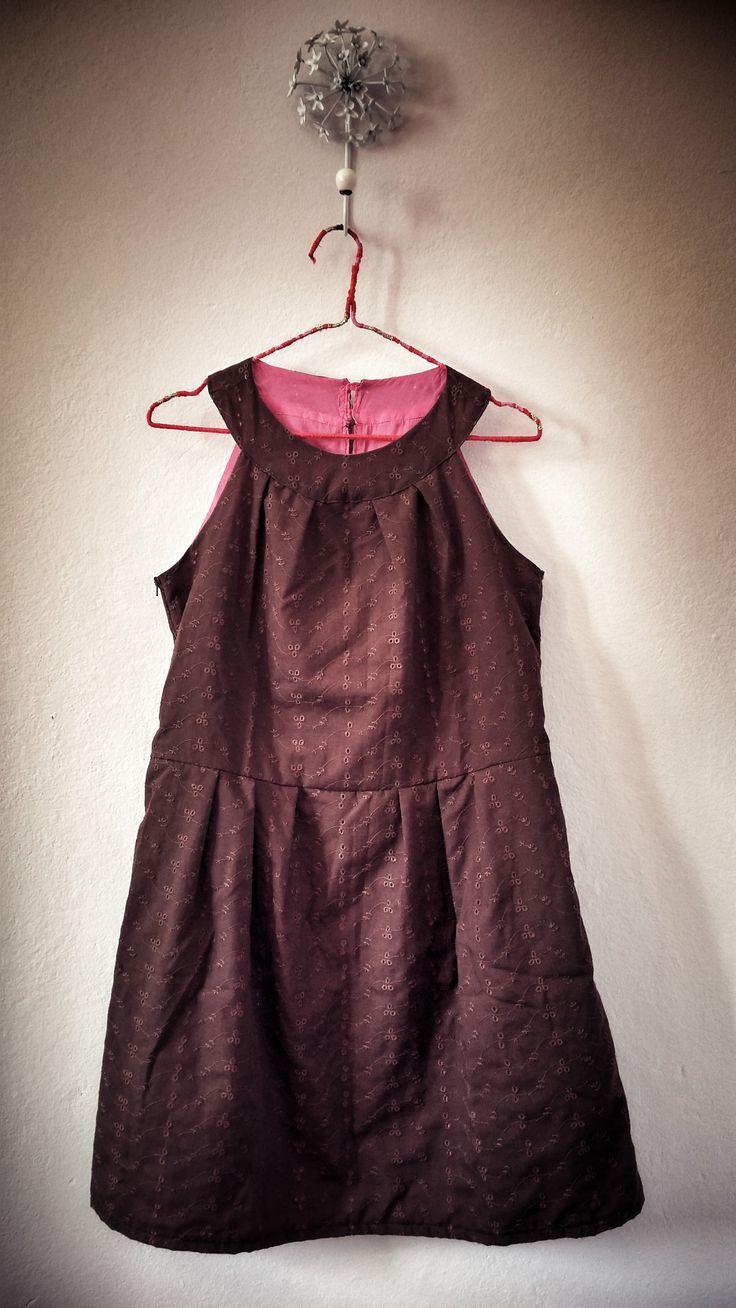 Made in Macchiolina n.3 Vestito marrone fuori e fucsia dentro. Ottima vestibilità. Modello: I miei Cartamodelli 03/2014