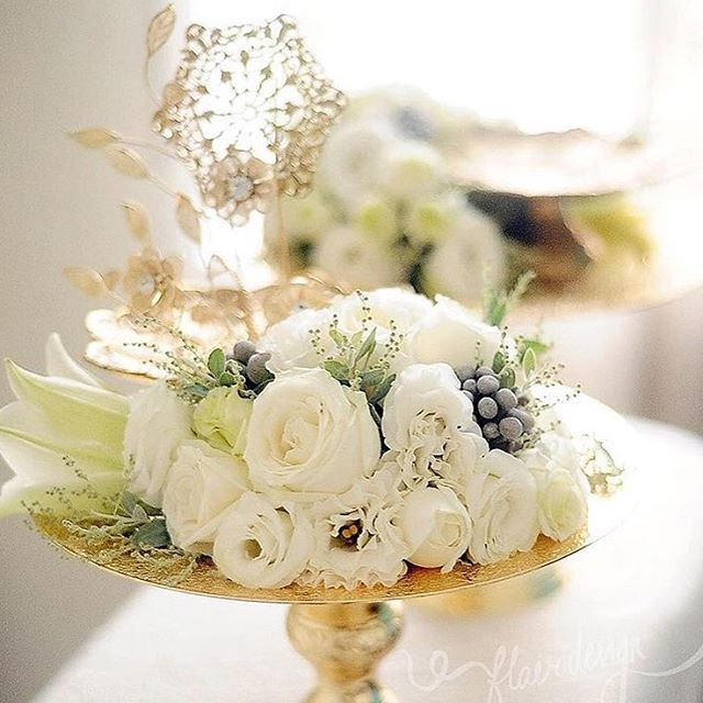 White flowers on a gold dulang hantaran. Arrangement by @flair_design. #malayweddingguide #repost #hantaran