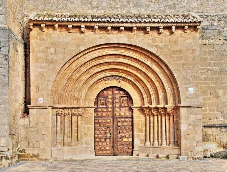 Millana, provincia de Guadalajara - Portada románica de la iglesia de Santo Domingo de Silos