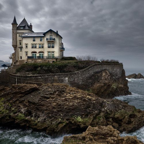 House by the sea. I want this in Rhode Island.