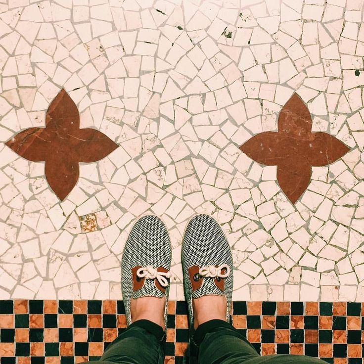 Les jolis sols de #Milan #milano #fromwhereistand #architecture #design #armistice #shoes #igersitalia #igersfrance #weekend #city…