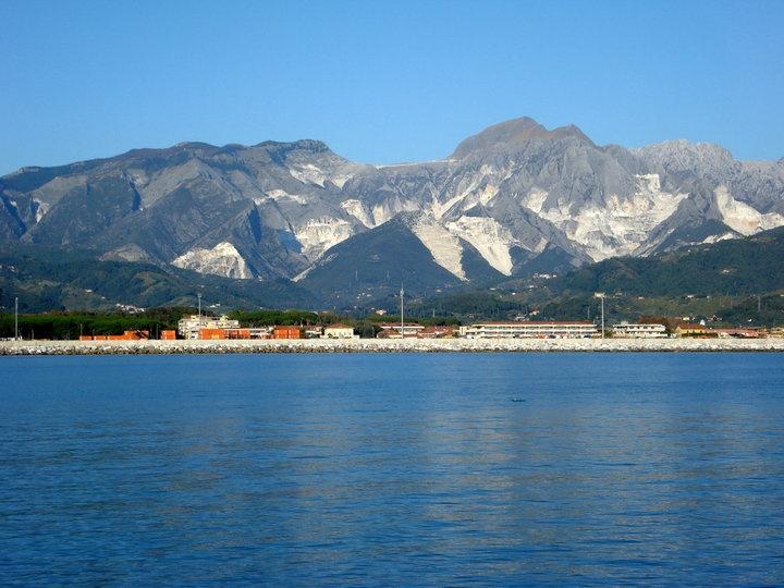Alpi Apuane e Mare