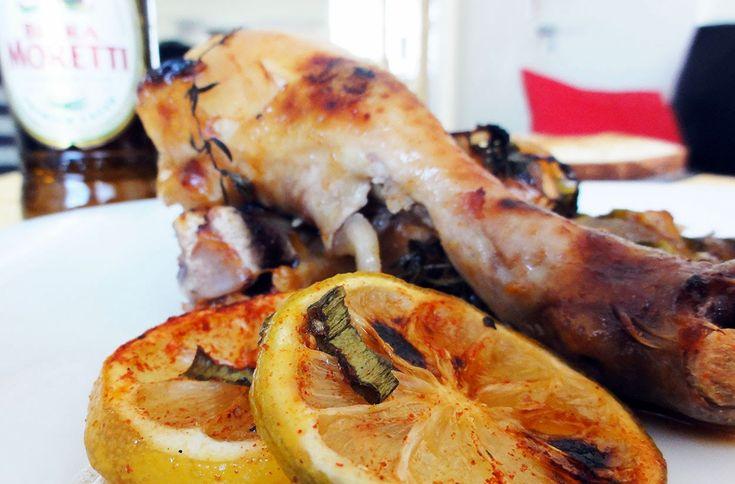 Pollo braseado con limón, miel, vino blanco y hierbas | Salty Lips