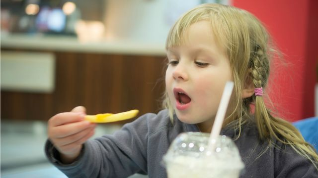 http://news.xpertxone.com/comprehensive-analysis-adds-to-mounting-evidence-for-reducing-kids-exposure-to-junk-food-ads/