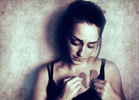 gebroken hart, verdrietig meisje - Wraakzuchtig wippen - Woelt Magazine  - Rebound seks