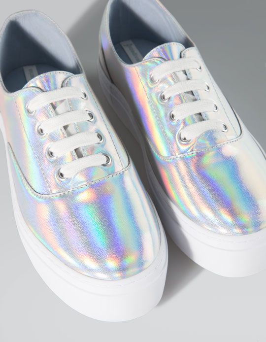 Holographic sneakers | STRADIVARIUS