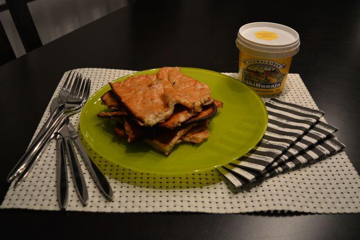 www.hopottajat.fi/pannukakkujauho  hunaja-banaani-pannari. Myllyn paras pannukakkujauho sekoitetaan 9dl maitoa, 2 banaania murskataan joukkoon ja 1rkl hunajaa, paistetaan ja tarjoillaan vanilja jäätelön kera. Pääsin testaamaan Hopottajien kampanjassa Myllyn parasta pannukakkujauhoa. Banaani-hunaja lisällä tuotteesta tuli hyvän makuinen kokonaisuus. #paraspannari#hopopannari