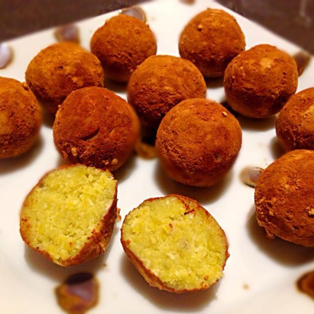 甘酒も入れないで、塩とココナッツファインと豆乳を少し入れて丸めて、キャロブ粉をまぶしました(^o^)  自然の甘味が美味しい安心おやつ! cocoshiroさん、素敵なアイデアありがとうございます(^^) - 109件のもぐもぐ - cocoshiroさんの料理 キャロブで薩摩芋トリュフ♥︎ノンシュガー A sweet potato truffle with carob.Non-sugar by ゆぅみん