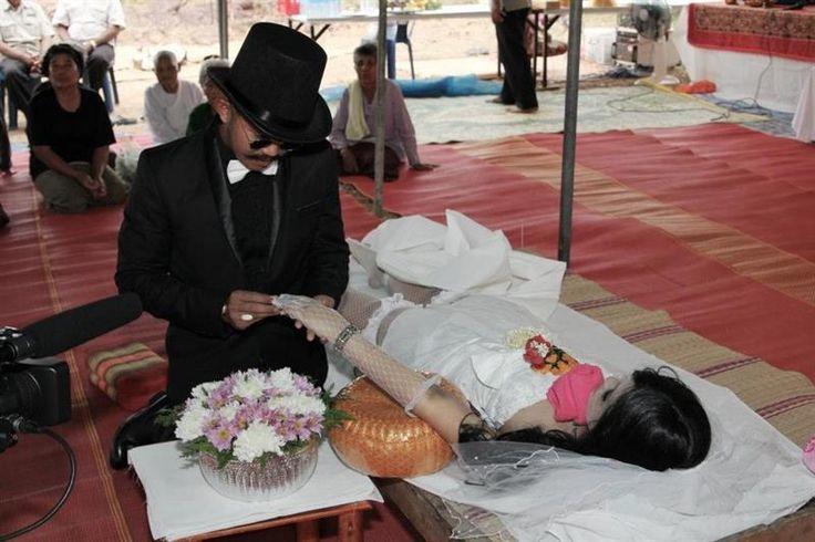 Похорон в свадебном платье