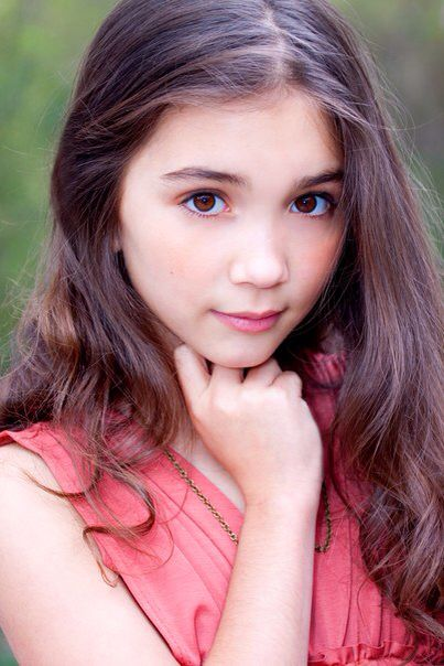 in this picture Rowan looks so younger then she does now