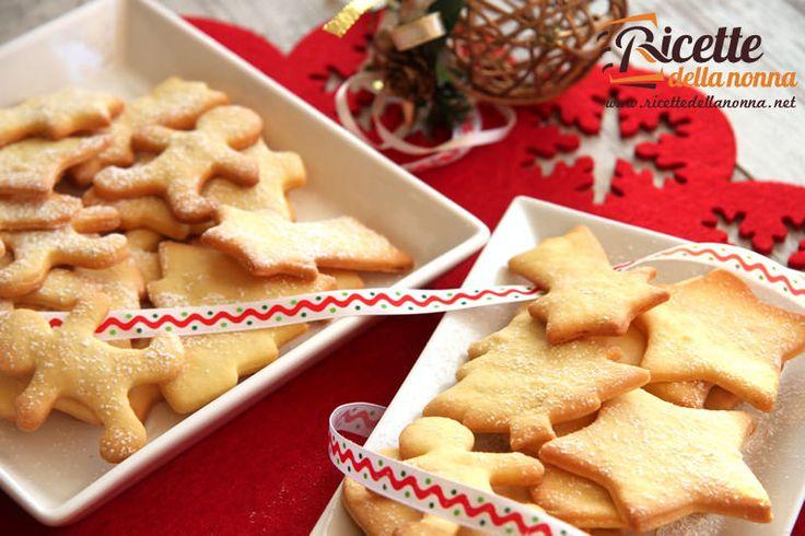 Una classica ricetta di biscotti di Natale da preparare e decorare guidati solo dalla vostra fantasia. Potete utilizzarli come regalo o addirittura come decorazione per l'albero di Natale. Preparazione Lasciate ammorbidire il burro a temperatura ambiente.Mettete in un recipiente farina, zucchero, uova, lievito e burro a fiocchetti e amalgamate velocemente fino ad ottenere una pasta […]