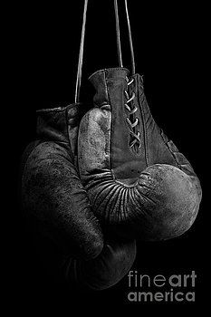 boxing gloves, boks, boxing, gloves, sport, fight, hanging, leather, gladiators, sill life, dark, isolated, studio, black, monochromatic, b&w, black & white, art, decor, Wall decoration, photo, photography, products, design,