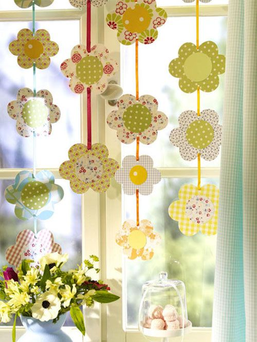 Here are some perky summer decor ideas in the form of interesting window decorations. #summer #window #decorations #ideas