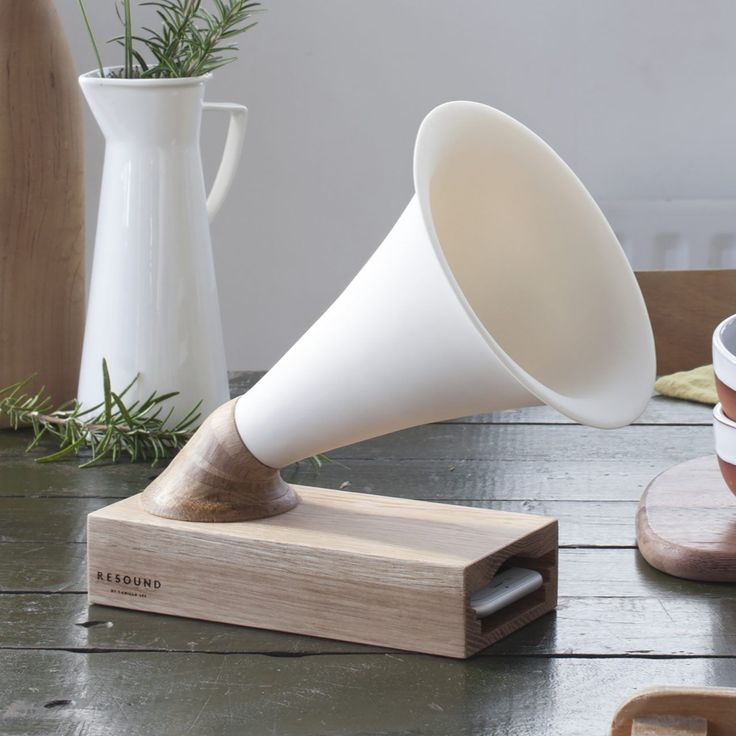 Resound iphone amplifier in wood and ceramic -  a great gift for music lovers, it enriches the sound of the iphone's speakers and naturally amplifies them without the need for cables and plugs. Designed and handcrafted in the UK