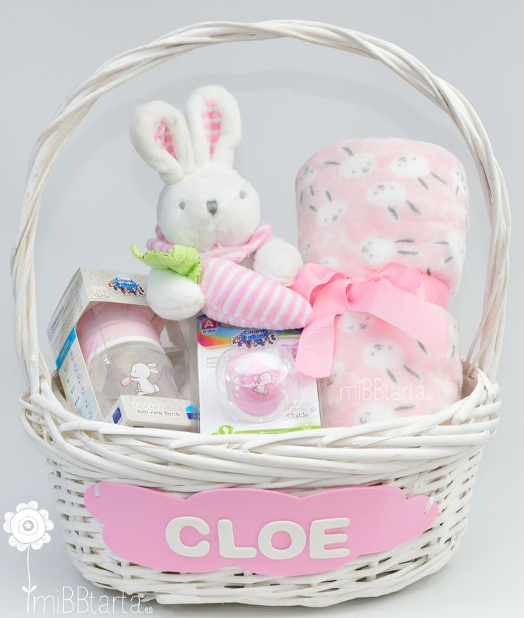 Regalos para recién nacidos. La cesta bebé conejitos es un detalle de nacimiento muy completo con el que dar la bienvenida al bebé. Una mantita, un dulce peluche, un biberón y chupete a juego que les encantará. ¿Quieres ver más cestas de este estilo? haz clic en la foto o en https://mibbtarta.es/categoria-producto/cesta-bebe  #canastilla #babyshower #regalonacimiento #regalobebe #cestanacimiento #cestabebe #cestanacimiento #bebe #maternidad #embarazada #regaloreciennacido #regaloparabebe