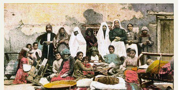 Van, Ermeni Bayanlar ve çocukları yöresel kıyafetleri ile 1900-'lu yıllar kartpostalı...