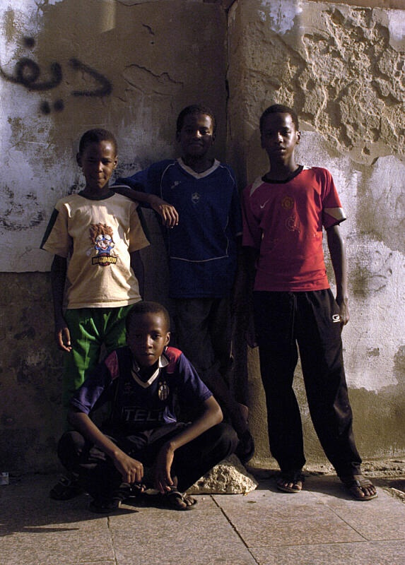 #RodAkelPhoto 6. Jeddah 2007 جدة البلد Nikon D2H Sigma 24-70 @ 24mm f/22 1/50 PS colors adjusted #FacesBeyondLife