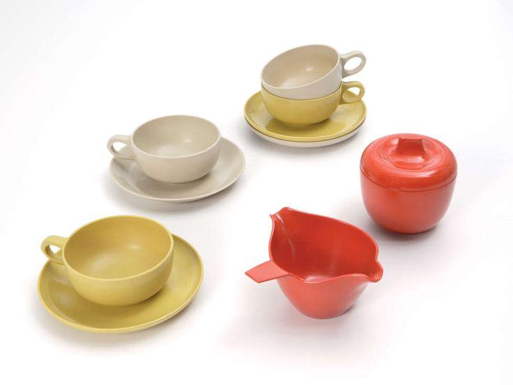 Prolon Tableware made of Melamine, Designed by Irving Harper, William Renwick (jug), Robert Gargiule (drawings), Prolon, 1952-1955