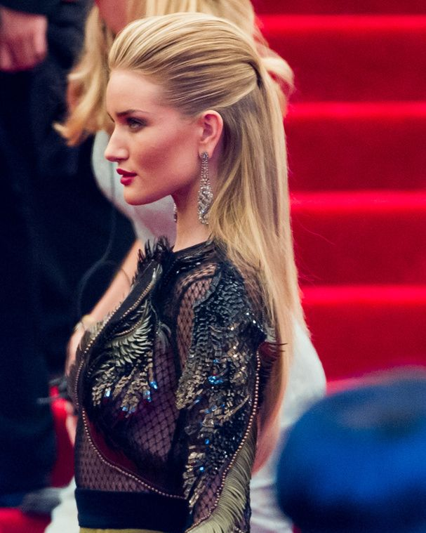 Red carpet hairstyle. slicked back hair - Rosie Huntington-Whiteley. Celebrity Hairstyle