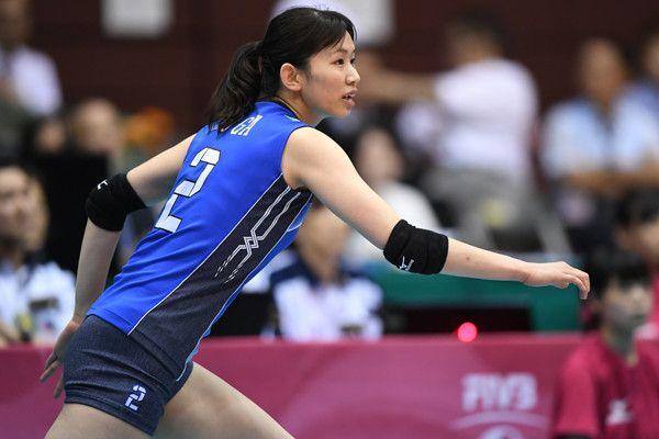 7月16日、ワールドグランプリ2017仙台大会(宮城県・カメイアリーナ仙台)の最終日で、バレーボール全日本女子は同大会の前年覇者・ブラジルをフルセットで下した。日本がブラジルに勝ったのは、2011年のワールドカップで勝利して以来、6年ぶり。この試合まで12連敗していた相手に勝利した瞬間、中田久美新監…