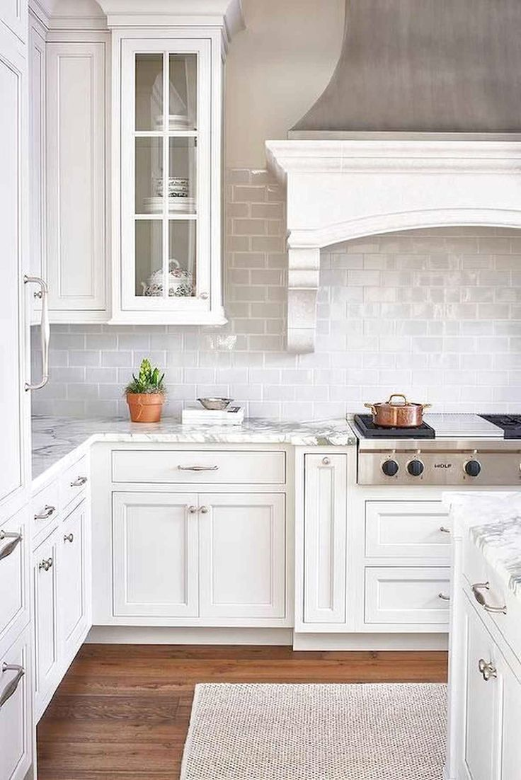 Best White Kitchen Design Ideas To Inspiring Your Kitchen Frugal Living In 2020 Kitchen Cabinet Design Backsplash For White Cabinets White Kitchen Design