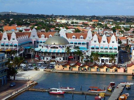 The multicolored houses and the wonderful weather makes Oranjestad in Aruba is the perfect place to enjoy the winter