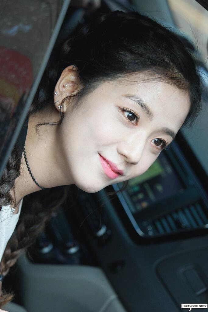 These Seventeen Female K Pop Idols All Have Gorgeous Piercings It Ll Make You Want To Get One Too Black Pink Piercings Blackpink Jisoo
