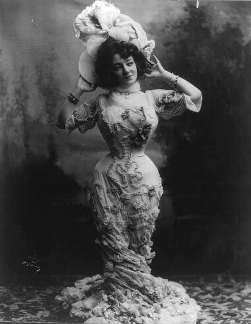 Wasp waist. Anna Held in 1900. Was co-creater and star in the Zeigfeld Follies.