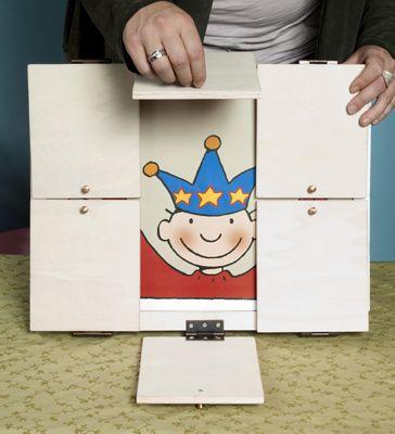Bord met 6 deurtjes om tekening/afbeeldingen achter te verstoppen.