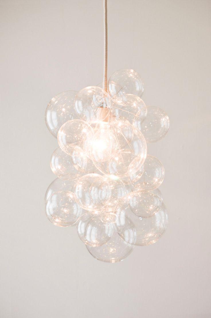 DIY: Bubble Chandelier, lustre fait de boules de noel