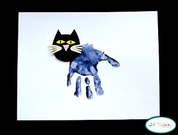 Great idea for Pete the Cat (the book is my classes favorite), maybe alter it a bit by making the head from blue construction paper and giving the children the choice of pre-cut white, red, blue, or brown shoes to glue on.  =)