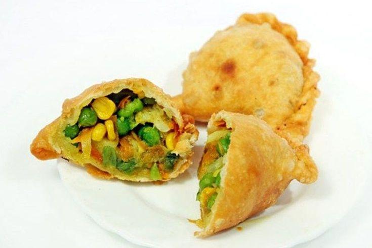 Вегетарианские жареные самосы с овощами и кешью