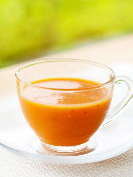 赤パプリカはビタミンCがとても豊富な食材。アボガドのとろっとした食感で満足感たっぷりなおかずスープに。|『ELLE a table』はおしゃれで簡単なレシピが満載!