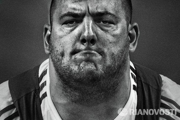 """Фото Владимира Вяткина из серии """"Тяжелая атлетика - энергия высокого напряжения"""""""