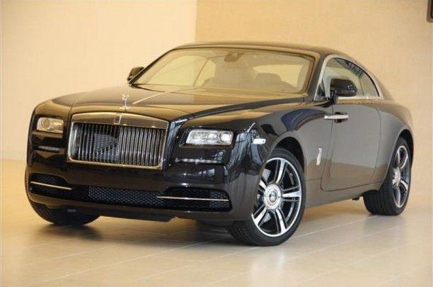 Uitdagende verwachtingen Wraith verlegt alle grenzen van Rolls- Royce . De verticale grille is diep verzonken om een sfeer van onheil te creëren ,