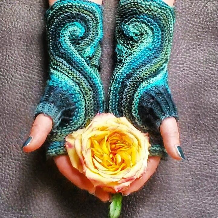 This Pieces of Eight Mitts are more like a work of art. The pattern and tutorial is by Knitting and so on. Even if you dont knit its beautiful to look at.