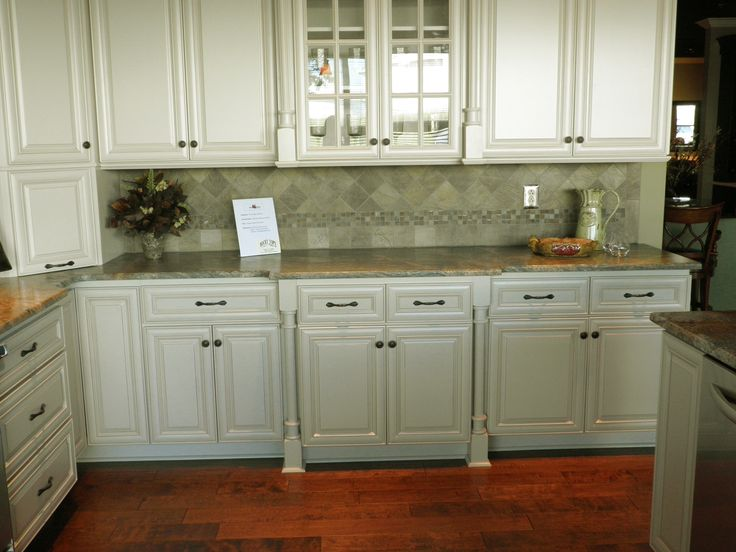 Backsplash With Willow Green Cabinets | Sophisticated Dark Green Kitchen  Cabinets With White Porcelain .