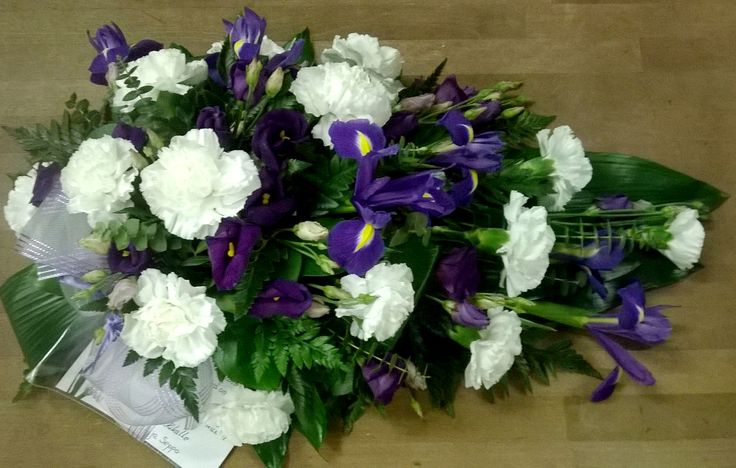 Hautavihko: neilikka, iris, eustoma