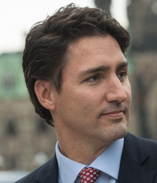 Justin Trudeau 25-12-1971 Canadees politicus van de Liberale Partij en premier van Canada sinds 4 november 2015. Zijn beleidsprioriteiten zijn onder meer de strijd tegen de klimaatverandering, het legaliseren van marihuana, het verlagen van belastingen voor de middenklasse en deze verhogen voor de rijkste Canadezen.   https://youtu.be/wcRbLBa9B_8