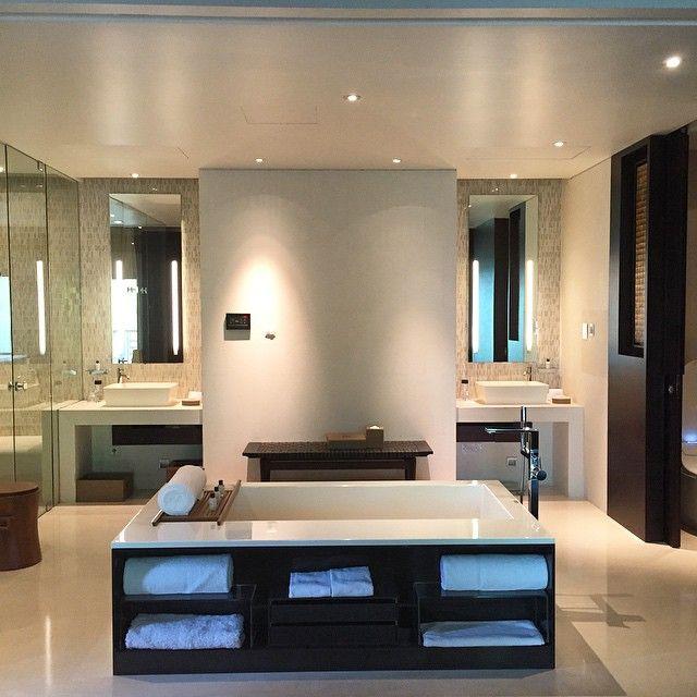 The beautiful bathroom at Park Hyatt Ningbo features a bathtub, vanity area, rain shower and dressing area. Photo courtesy of @ha1ec.